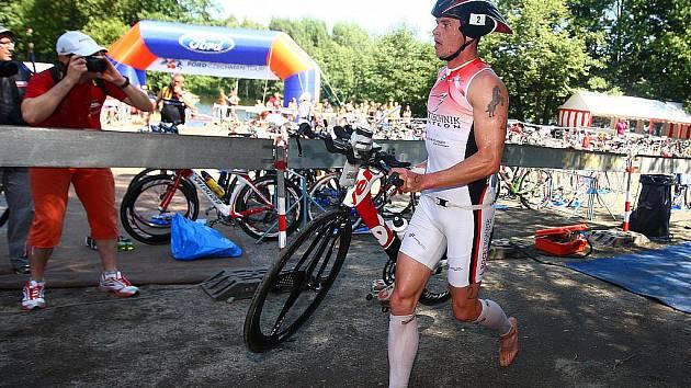 Na závodníky čekalo 90 kilometrů jízdy na kole.