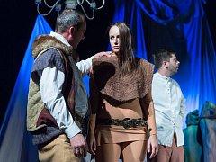 Pořadatelský soubor uvedl v rámci Českolipského divadelního podzimu premiéru nové hry O lesích a lidech.