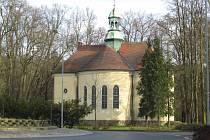 Kostel Mistra Jana Husa v českolipském parku.
