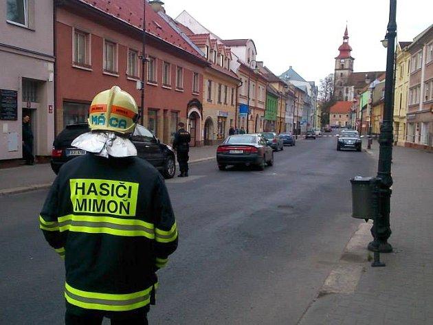 Hasiči museli na dvě hodiny uzavřít Mírovou ulici.