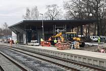 Stavba nového českolipského nádraží bude stát jednu miliardu korun. Práce začaly na konci loňského roku a skončit by měly v polovině roku 2017.
