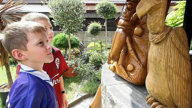 Řezbáři a sochaři tvořili v Doksech.