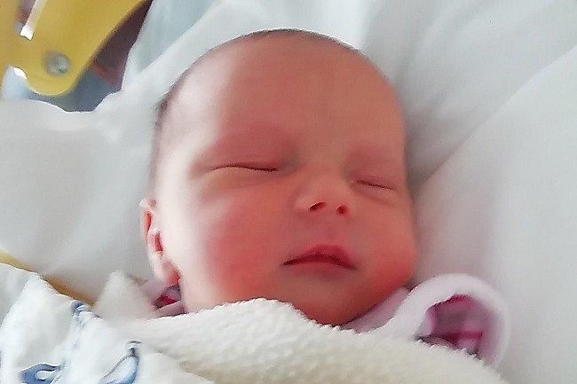 Rodičům Jitce a Zdeňkovi Jirouskovým ze Sosnové se ve čtvrtek 7. května v 9:24 hodin narodila dcera Elen Zdenka Jirousková. Měřila 49 cm a vážila 3,09 kg.