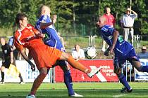 Patka (Arsenal) bojuje s Nešporem a Hartigem.
