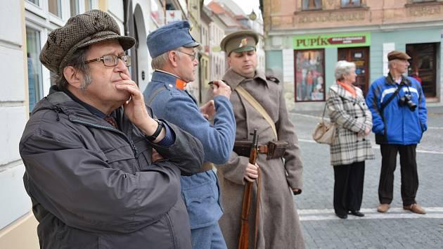Historik Ladislav Smejkal umí poutavě vyprávět o místní historii.