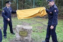 Nové hřiště vyroste u stanice profesionálních hasičů v České Lípě, kde ve čtvrtek zástupci hasičů i města odhalili a poklepali na základní kámen.