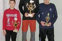 Petr Cmunt (vlevo) obsadil v letošním seriálu Okresní běžecká liga – Pohár českolipského Deníku druhé místo, vítězem se stal Jakub Hrdina (uprostřed) a bronzový stupínek vybojoval nestárnoucí borec Jiří Malý (vpravo).