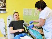 Českolipskou transfuzní stanici již několik let pravidelně navštěvují studenti Obchodní akademie Česká Lípa, aby se zařadili mezi čestné dárce krve.