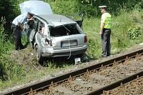 Jen s lehkým zraněním vyvázl čtyřicetiletý řidič Audi po střetu s nákladním vlakem.