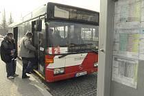 Dopravce ČSAD Semily používá v České Lípě nové moderní autobusy. Díky jejich nákupu skončilo hospodaření střediska ve ztrátě.