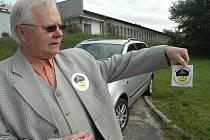 Nejsem sponzor městské policie Česká Lípa. Samolepky s tímto heslem rozdávali dobrovolníci řidičům, které upozorňovali na chybné parkování.