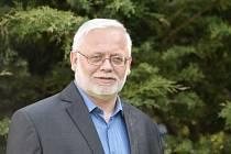 Josef Jadrný podle organizace o svém odvolání věděl předem, z konference se omluvil.