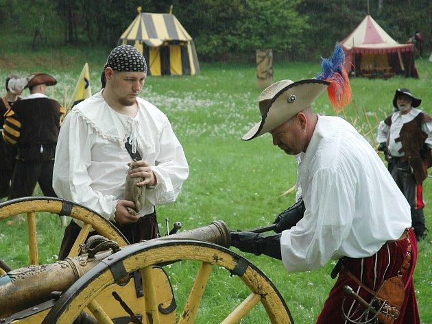 Na cvikovském kynologickém cvičišti se konalo tradiční Cvikovské hřmění, rekonstrukce středověké bitvy.
