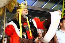 Velkou slávu zažily Doksy už v květnu. Sám Karel IV. přišel odemknout Máchovo jezero pro letošní sezonu.