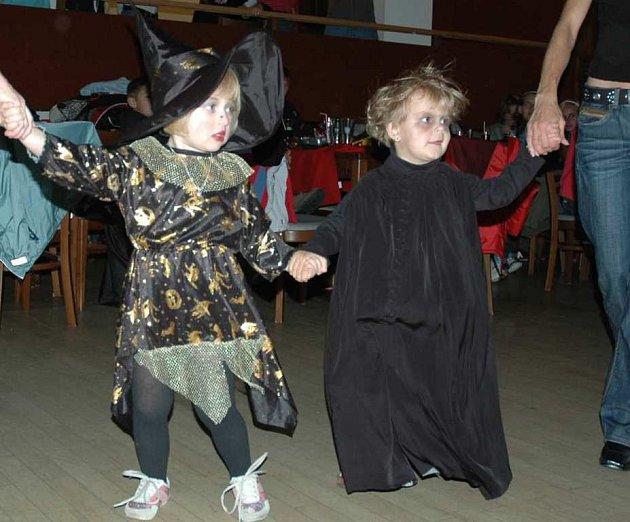 V mimoňském kulturáku tančila strašidla