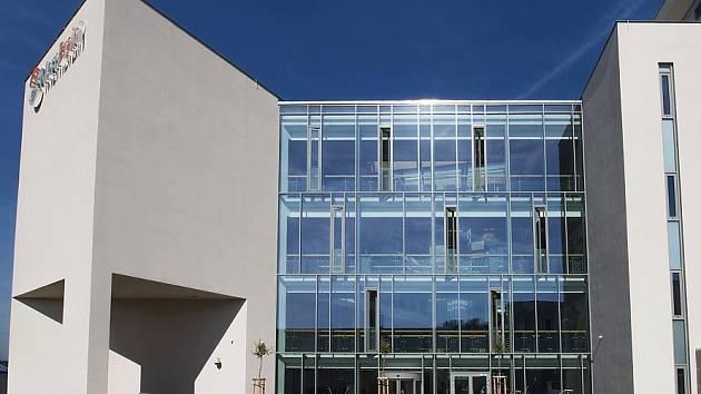 V této budově budou vědci ve Stráži pracovat na širším uplatnění membrán v průmyslu.