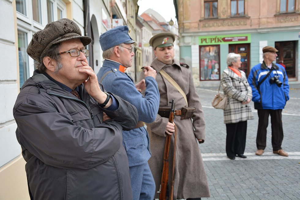 Ladislav Smejkal při jedné s historických vycházek městem