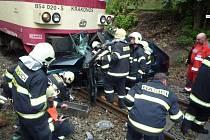 Na přejezdu v České Lípě se v úterý odpoledne srazil rychlík s osobním autem.