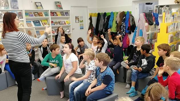 Druháci ze ZŠ Dubá vyrazili do českolipské knihovny.