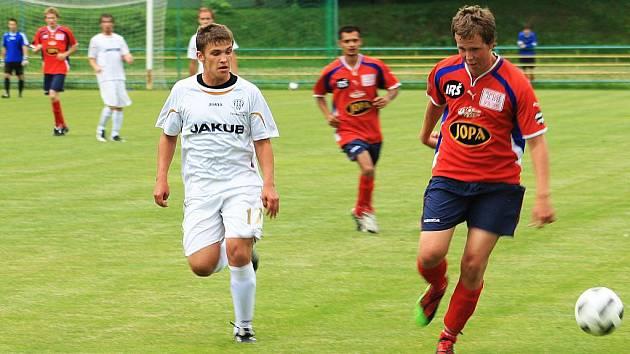 Junior Děčín změřil své síly se soupeřem ze stejné soutěže, tedy z krajského přeboru. V průběhu utkání si vybojoval až dvoubrankový náskok, ale vždy o něj po individuálních chybách v obraně přišel.