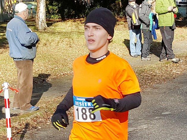 Vítězem hlavního závodu se s přehledem stal mladý triatlonista Petr Cmunt.