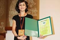 Mladá karatistka získala Cenu města Dubá. Jedenáctiletá školačka Natálie Hrušková sbírá v karatistických soutěžích jedno ocenění za druhým.