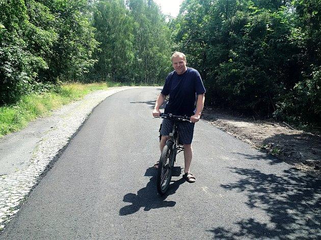 Jeden z prvních uživatelů nové cyklostezky.