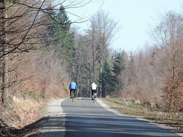 První etapu cyklostezky sv. Zdislavy dokončily letos v dubnu po roční stavbě Lesy ČR.