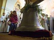 Z českolipské baziliky po 75 letech opět zazní zvon.