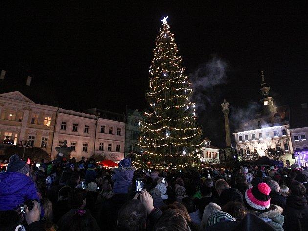 Sobotní podvečer nalákal stovky lidí na náměstí do České Lípy.