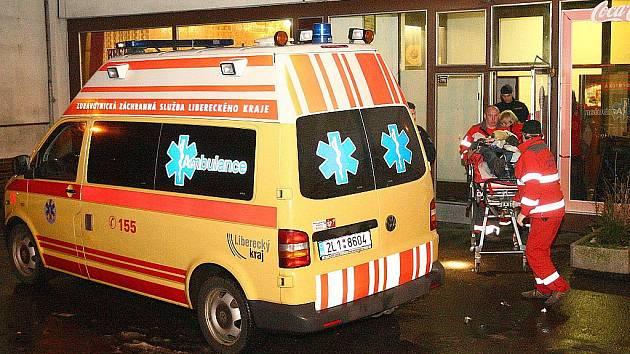 V pondělí 23. ledna kolem deváté hodiny večer našli v kaluži krve dvaačtyřicetiletého muže zákazníci pivnice Horník na sídlišti Sever v České Lípě.