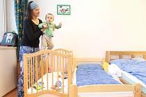 V dětské léčebně respiračních onemocnění ve Cvikově stavaři dokončili rekonstrukci patnácti pokojů. Děti s dýchacími obtížemi i jinými neduhy se tak budou léčit v hezčím prostředí.
