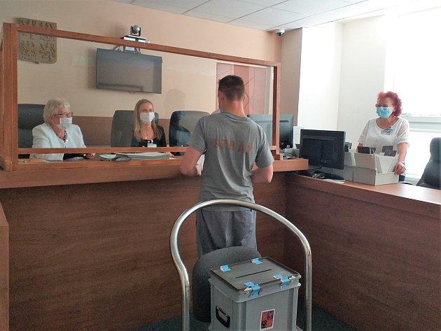 Ve Stráži pod Ralskem chce hlasovat 260z641 odsouzených mužů.