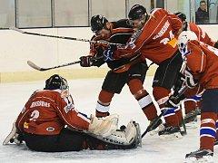 Těsnou výhru 5:4 vydřeli hokejisté České Lípy v 8. kole Krajské ligy mužů Libereckého kraje na ledě nováčka z Varnsdorfu.