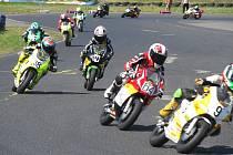 Malé motocykly zaplnily sosnovský autodrom v rámci úvodního podniku MČR Mini Racing.