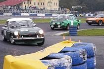 Na autodrom v Sosnové zavítalo během víkendu na pětasedmdesát vozů různých značek.