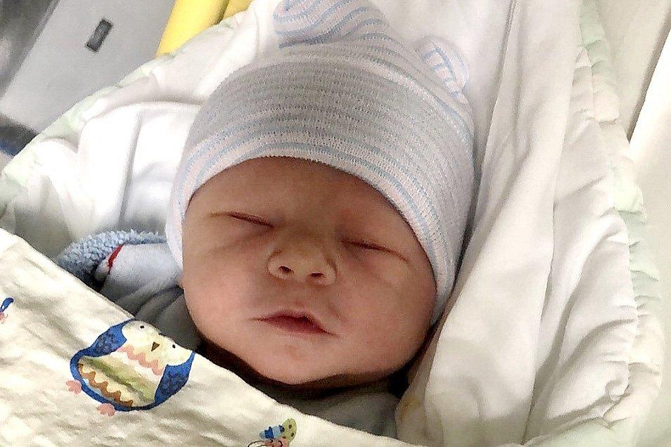 Mamince Tereze Holečkové z Volfartic se v pátek 5. března ve 3:07 hodin narodil syn Vítek Holeček. Měřil 50 cm a vážil 3,66 kg.