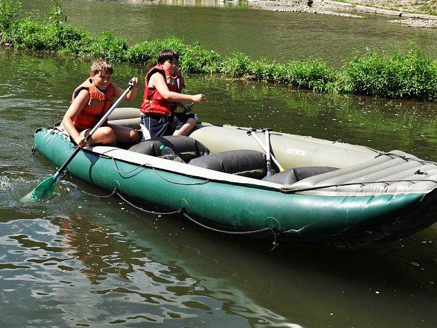 Děti by mohly v rámci programu vyrazit na vodu. Ilustrační snímek.