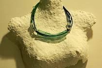 Výtvarná skupina NATĚLO vznikla na konci roku 2012 se záměrem společné presentace a prodeje originálních skleněných šperků.