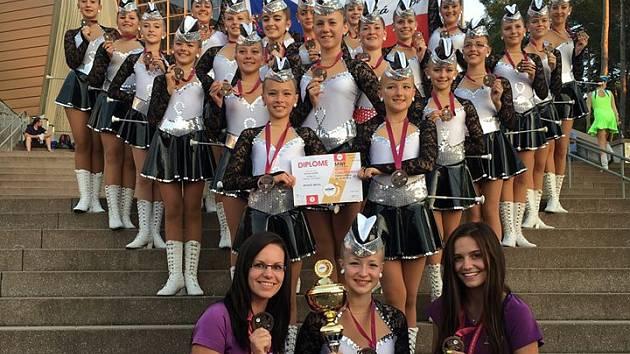 Řadu úspěchů mají na svém kontě českolipské mažoretky Rytmic. Vystupuje za ně téměř šedesát děvčat od 4 do 21 let.