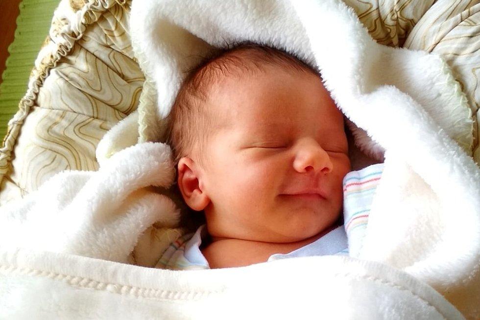 Rodičům Petře a Jakubovi Králíkovým z Bohušovic se v neděli 12. července v 17:54 hodin narodil syn Adam Králík. Měřil 51 cm a vážil 3,44 kg.