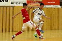 Sérii porážek v 1. lize nezastavili českolipští Démoni (bílé dresy). V 9. kole na domácí palubovce podlehli Svarogu Teplice 4:7.