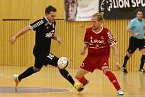 Prvoligoví futsalisté FC Démoni Česká Lípa jedou k zápasu 10. kola Chance futsal ligy do hlavního města, kde se pokusí překvapit třetí tým soutěže Slavii.