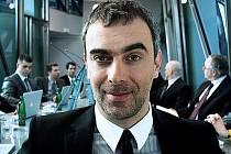 Ve snímku Ulovit miliardáře, který dnes promítá kino Crystal v České Lípě, hraje hlavní roli Tomáš Matonoha .