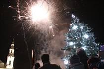V Novém Boru odstartuje advent tradičním sletem andělů z místního kostela a chybět nebude ani ohňostroj.