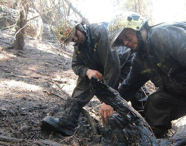 Nebezpečí požáru stále trvá