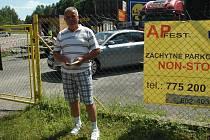 S takovým začátkem Remigiusz Smorgy rozhodně nepočítal. Ve Starých Splavech polský turista na pár minut zaparkoval, kde neměl, což ho stálo téměř dva tisíce korun.