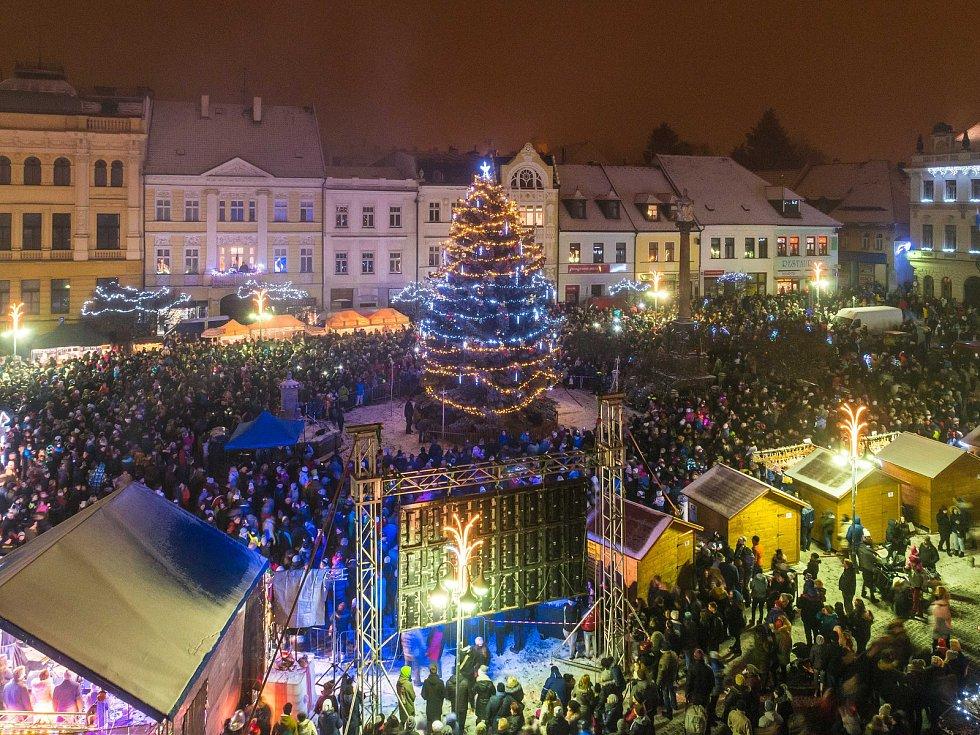 Slavnostní rozsvícení vánočního stromu v České Lípě.