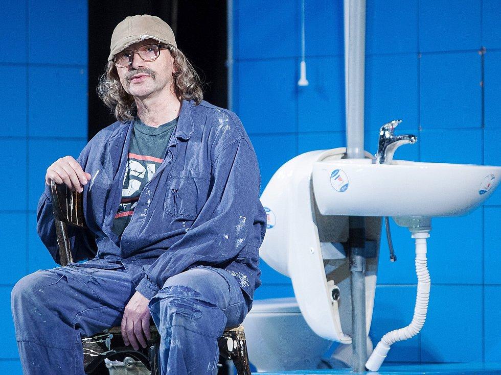 Jan Hrušínský se po červnovém kolapsu vrátil na divadelní prkna v České Lípě v komedii Práskni do bot.