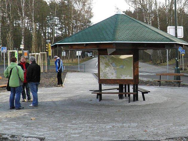 Mapový sloup slouží zejména ke zlepšení orientace výletníků. Už nyní se stal oblíbeným místem pro procházky místních lidí. Odpočinout si mohou na lavičkách.